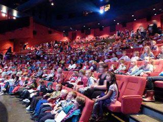子ども映画部門には地元の小学生が授業の一環として参加