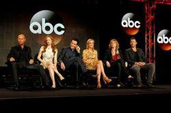 「レッド・ウィドウ(原題) Red Widow」のキャスト一同。華やか!-(C) ABC Studios