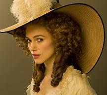 画像:ジョージアナ・デヴォンシャー公爵夫人(キーラ・ナイトレイ)