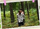 『ユキとニナ』場面写真(パパにおんぶされるユキ)