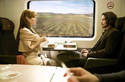 列車で出会うシーン